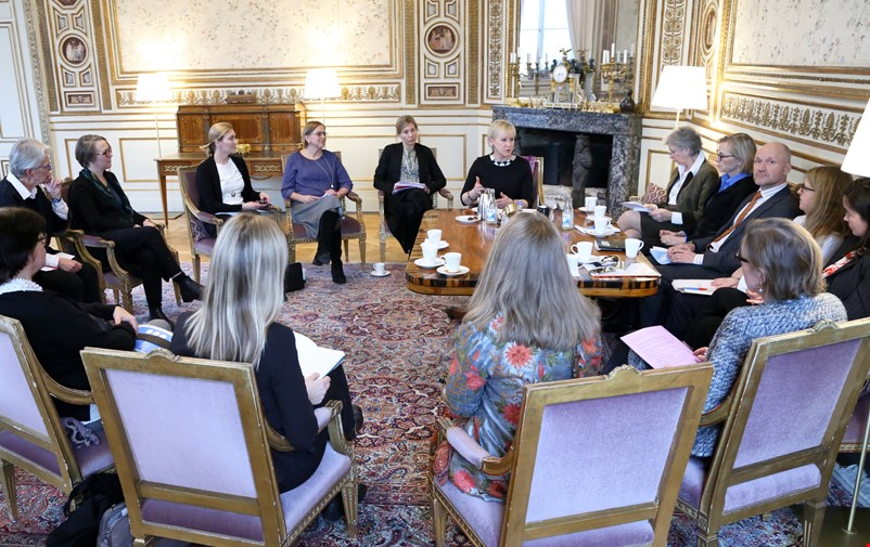 Members of the Swedish Women's Mediation Network at a meeting with the Foreign Minister of Sweden at the time, Margot Wallström.
